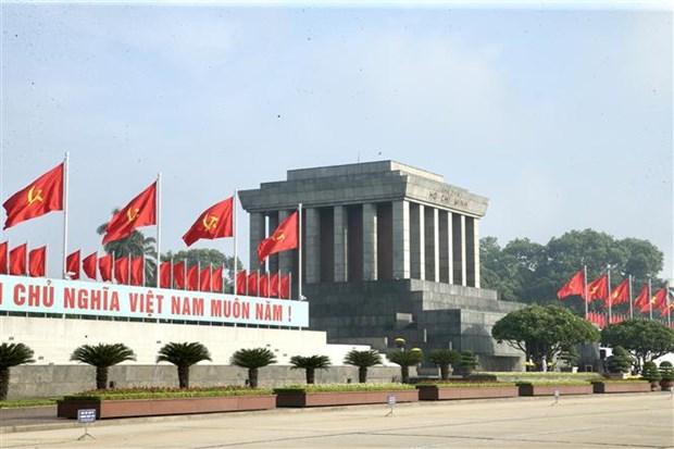Dirigentes vietnamitas rinden tributo al Presidente Ho Chi Minh hinh anh 2