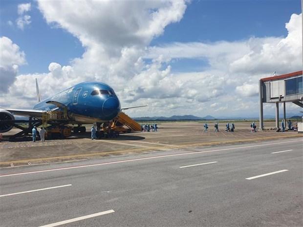 Aterriza en Vietnam primer vuelo con pasaporte de vacunacion contra el COVID-19 hinh anh 1