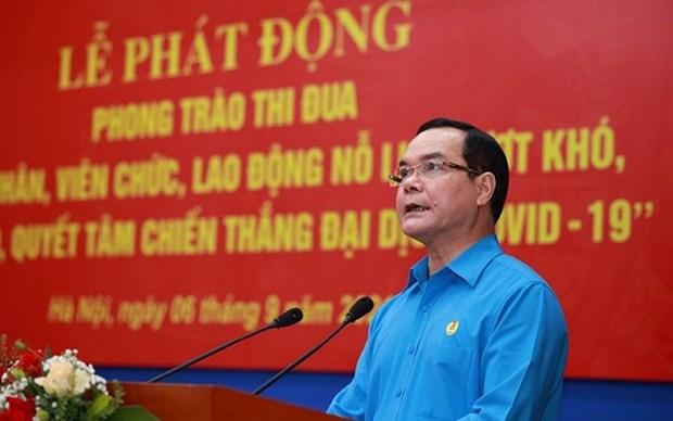 Trabajadores vietnamitas se esfuerzan por superar dificultades causadas por el COVID-19 hinh anh 1