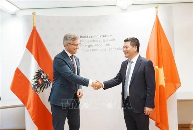 Vietnam y Austria por impulsar cooperacion en energias renovables y desarrollo sostenible hinh anh 1