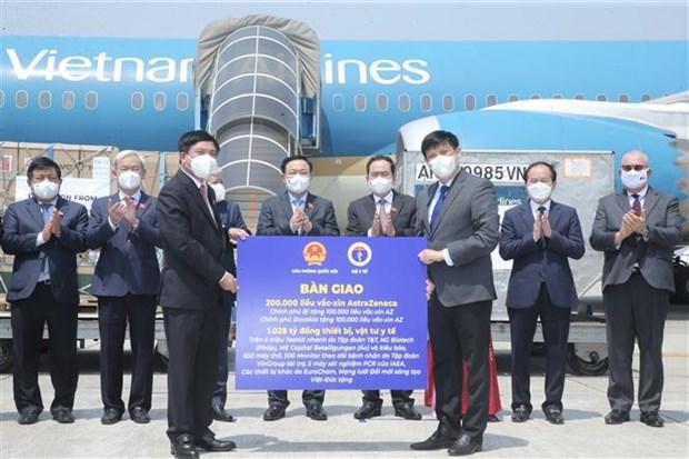Entregan a entidades vietnamitas donativos recibidos en viaje del presidente del Parlamento hinh anh 1