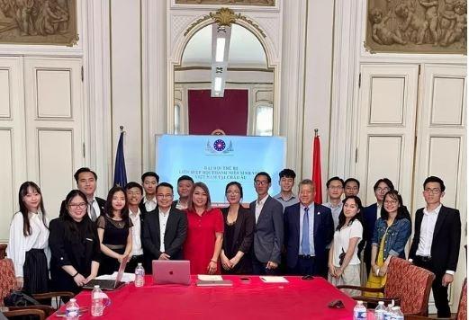 Establecen la Asociacion de Estudiantes Vietnamitas en Europa hinh anh 1