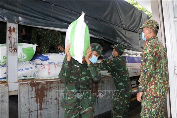 Vietnam suministrara arroz y bienes de reserva nacional a pobladores afectados por el COVID-19 hinh anh 1