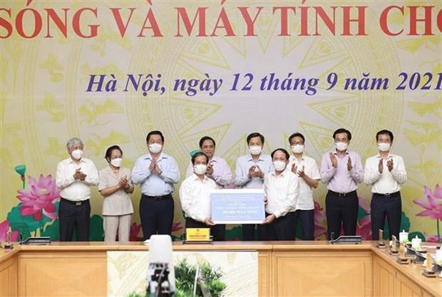 Lanzan en Vietnam programa de donacion de computadoras a estudiantes afectados por COVID-19 hinh anh 2