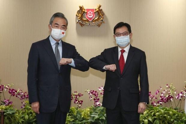 China y Singapur cooperan en la lucha contra el COVID-19 y la economia digital hinh anh 1