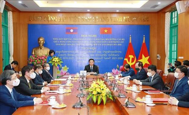 Vietnam y Laos fortalecen el intercambio de teorias entre dos partidos hinh anh 1