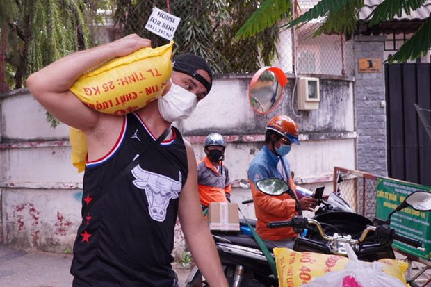 Hombre frances se une a lucha contra el COVID-19 en Ciudad Ho Chi Minh hinh anh 1