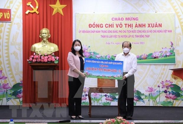 COVID-19: Vicepresidenta de Vietnam entrega ayudas a la provincia de Dong Thap hinh anh 1