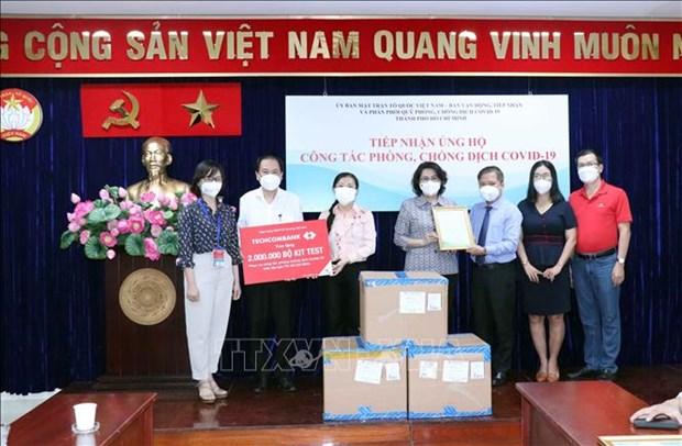 Ciudad Ho Chi Minh recibe donacion de cuatro millones de kits de prueba del COVID-19 hinh anh 1