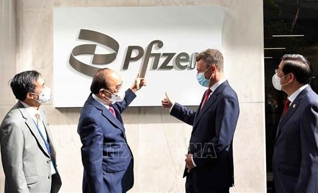 Presidente de Vietnam urge a Pfizer a asegurar suministro de vacunas hinh anh 1