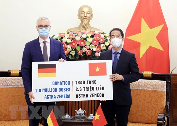 Vietnam recibe 2,6 millones de dosis de vacuna contra COVID-19 donadas por Alemania hinh anh 1
