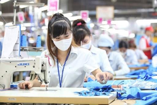 Vietnam trabaja por superar dificultades provocadas por el COVID-19 hinh anh 1