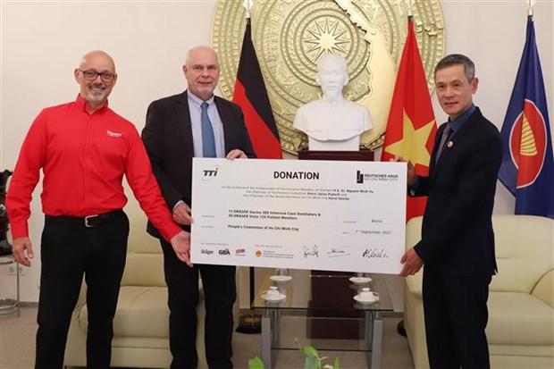 Alemania dona equipos medicos a Vietnam para combatir el COVID-19 hinh anh 1
