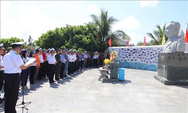 Estatua del general Vo Nguyen Giap en isla de Son Ca hinh anh 2
