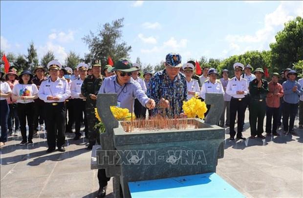 Estatua del general Vo Nguyen Giap en isla de Son Ca hinh anh 3